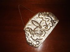 ELEGANT VINTAGE OYSTER SATIN CLASP PURSE SEQUIN WITH CHAIN HANDLE
